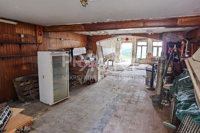 Inn for renovation in the center of Buje