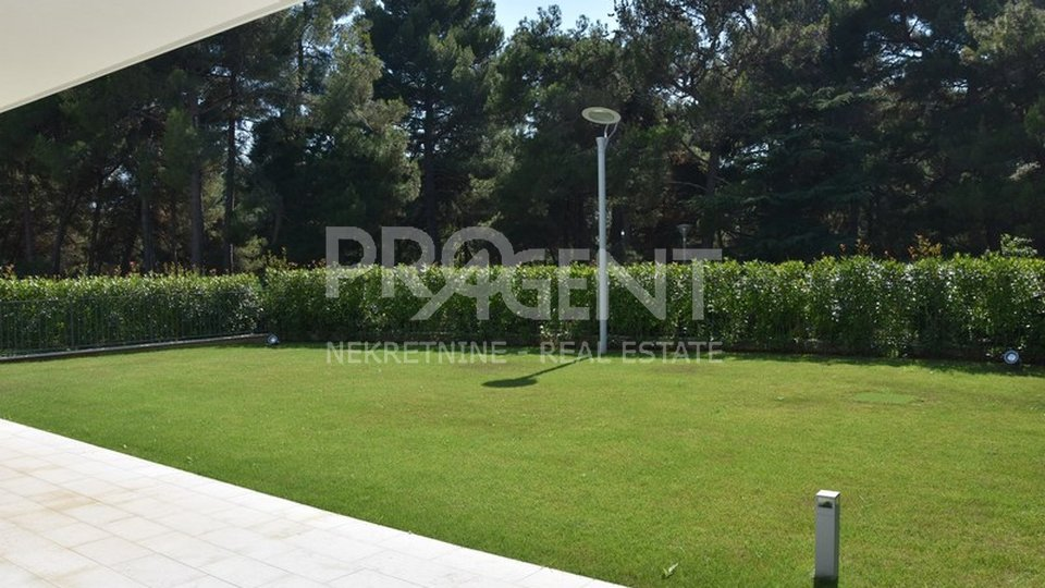 House, 610 m2, For Sale, Poreč