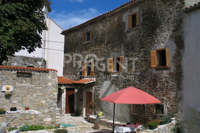 House, 150 m2, For Sale, Oprtalj