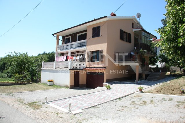Istria, Lupoglav, house with two apartments and an apartment