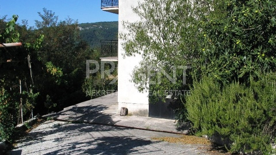 House with two flats and garage, Buzet