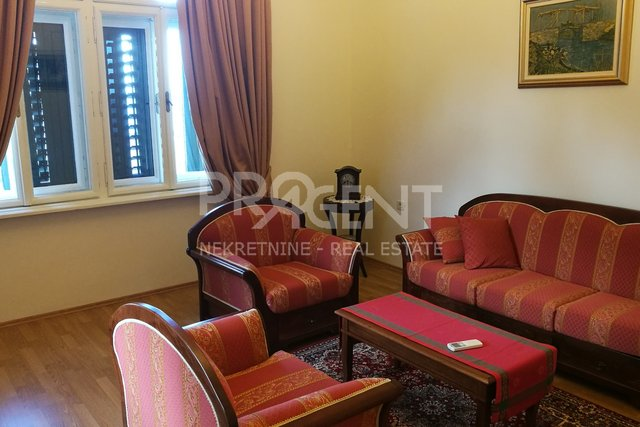 Newly renovated apartment in old villa in Opatija