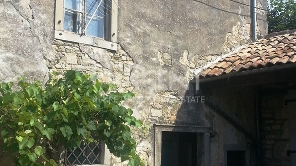 Old stone house in Buzet (old town)