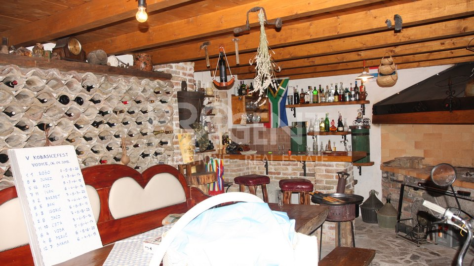 Istria, tavern and apartment in Vodice