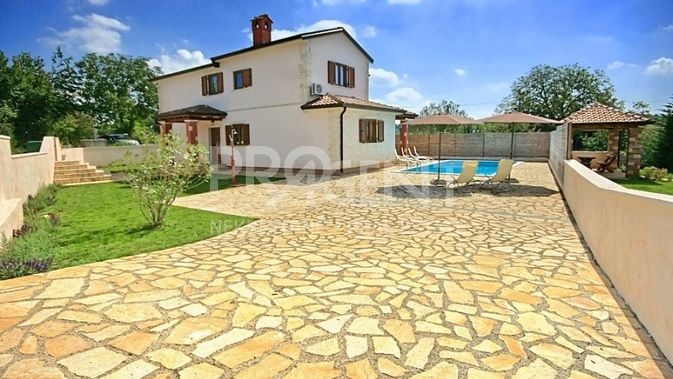 House with pool in central Istria