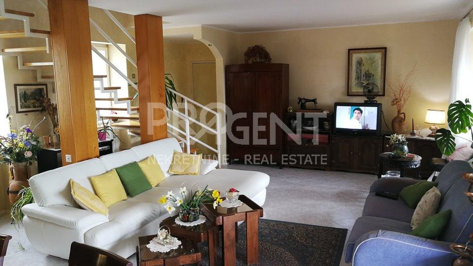 House, 202 m2, For Sale, Buzet - Roč