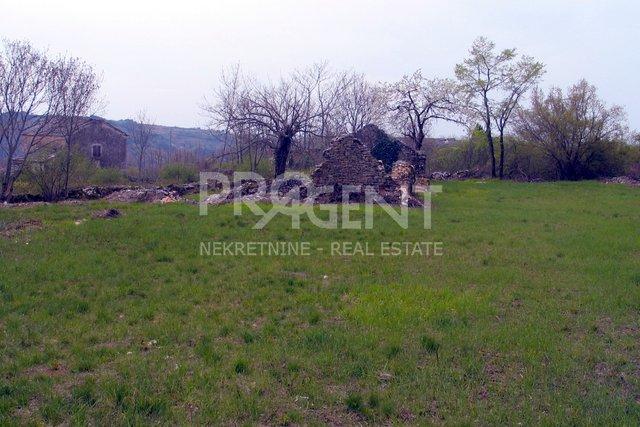 Građevinsko zemljište kod Oprtlja (Jadroni)