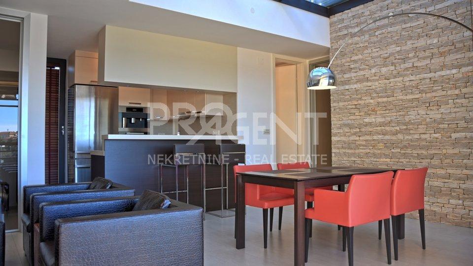Luksuzno opremljen stan u centru Poreča