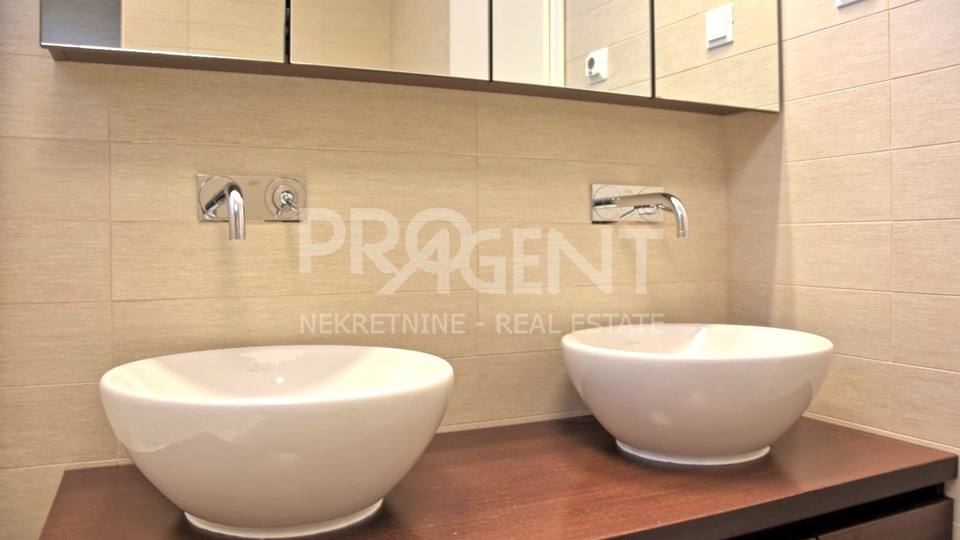 Luxuriously furnished apartment in Porec