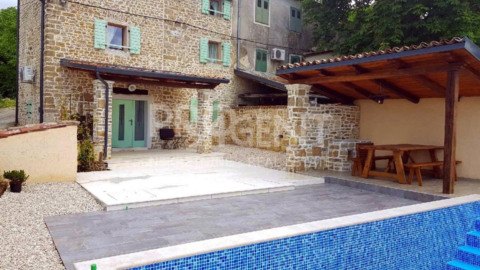 Motovun, renovated old stone house with swimming pool