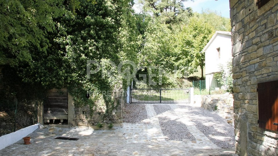Kuća s bazenom, BUZET