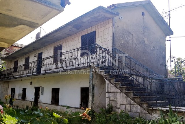 Istria, house with two apartments 5 km from the sea