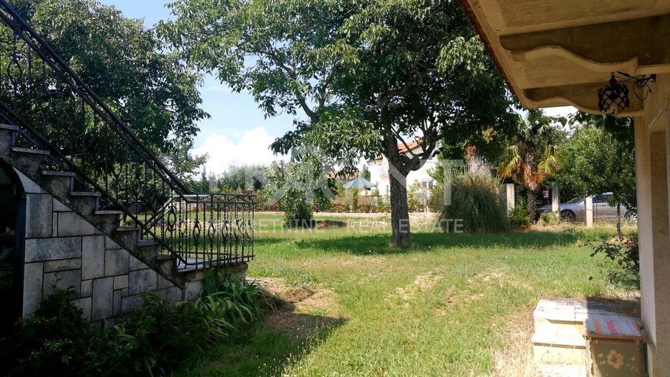 Istra, kuća sa dva stana 5 km od mora