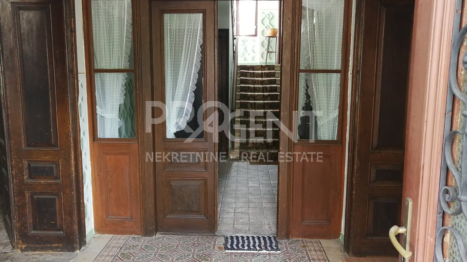 House, 450 m2, For Sale, Buzet - Roč