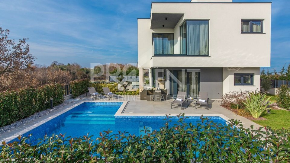 Poreč, newly built house with swimming pool