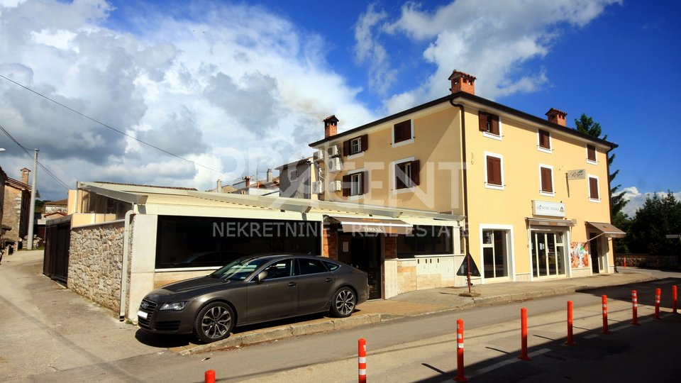 Istria, business-residential building with restaurant, office, baker and three apartments