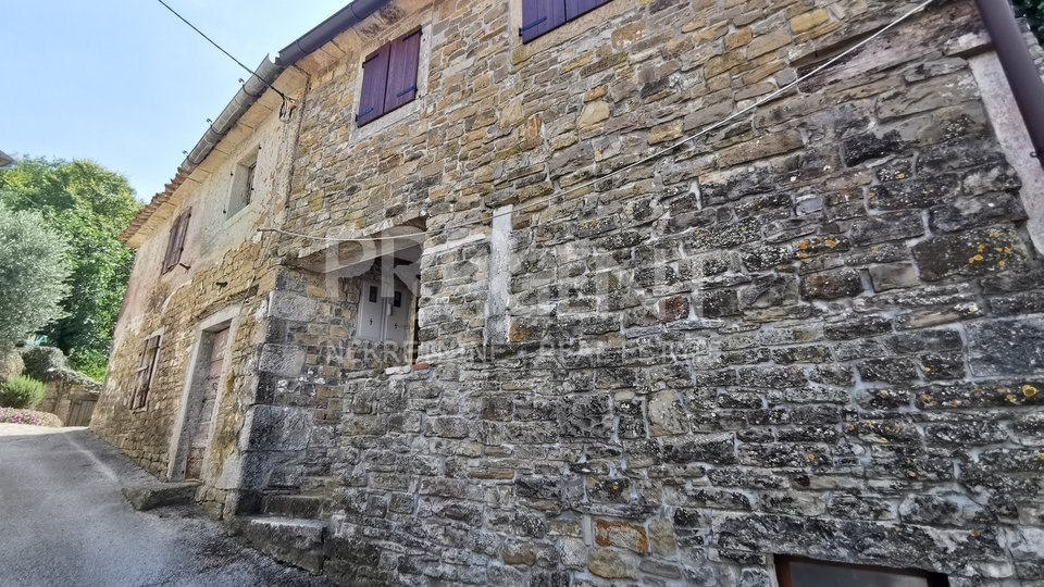 Motovun, old stone house for renovation