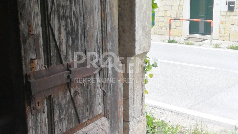 Vižinada, stara kamena kuća pogodna za poslovni prostor