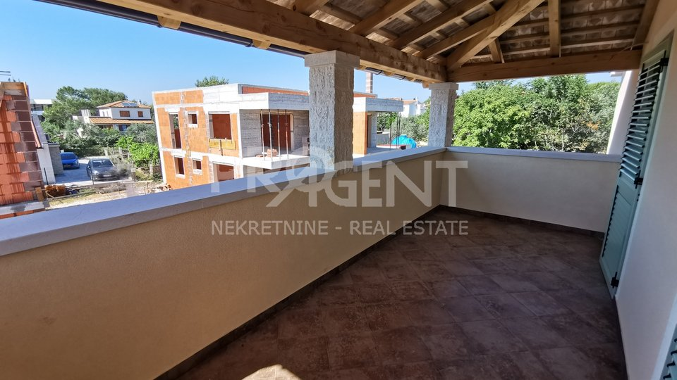 Peroj, newly built semi-detached house with swimming pool