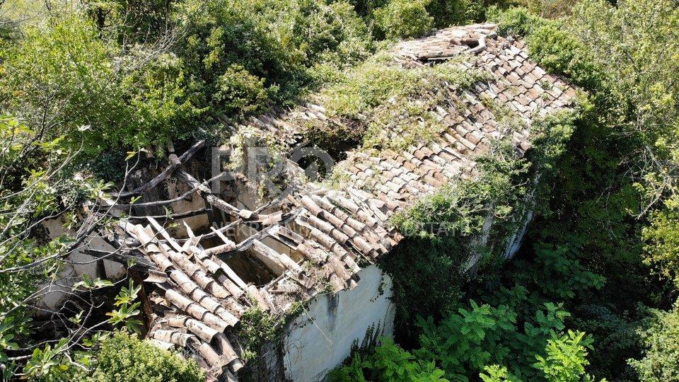 Istra, stara kamena kuća na velikom imanju