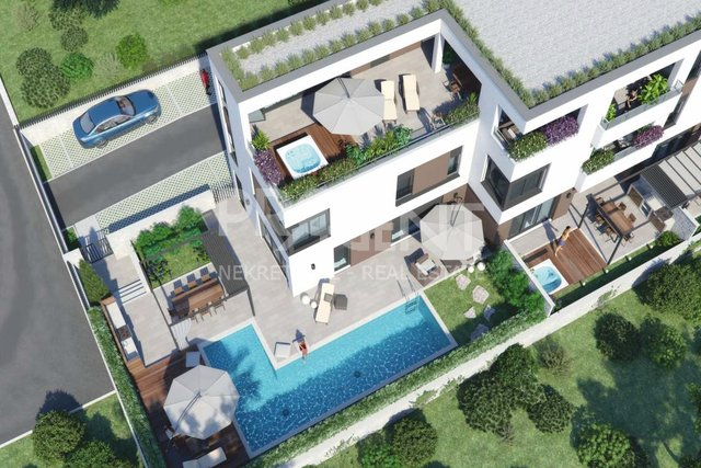 Novigrad, house with pool in a new building overlooking the sea
