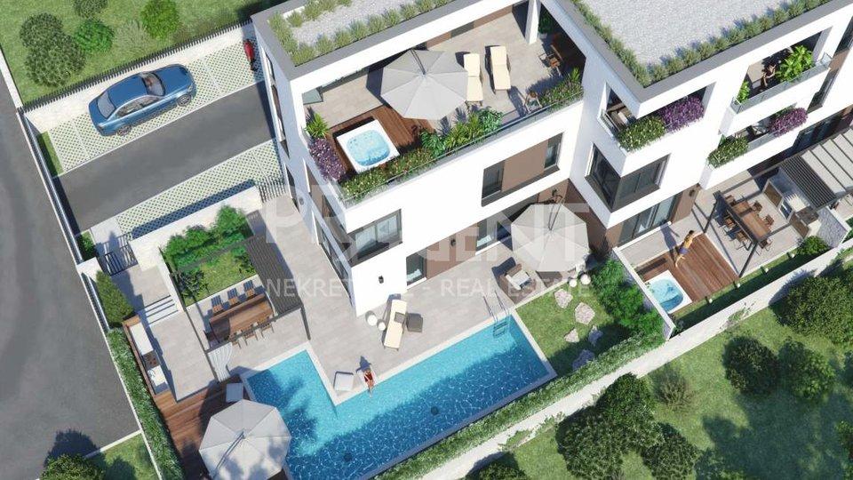 Novigrad, kuća s bazenom u novogradnji s pogledom na more