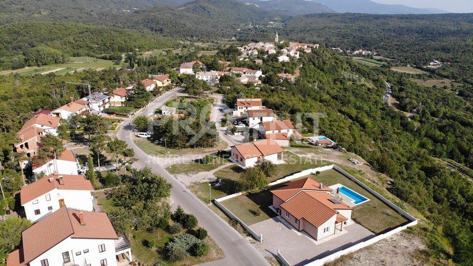 Land, 1263 m2, For Sale, Buzet - Roč