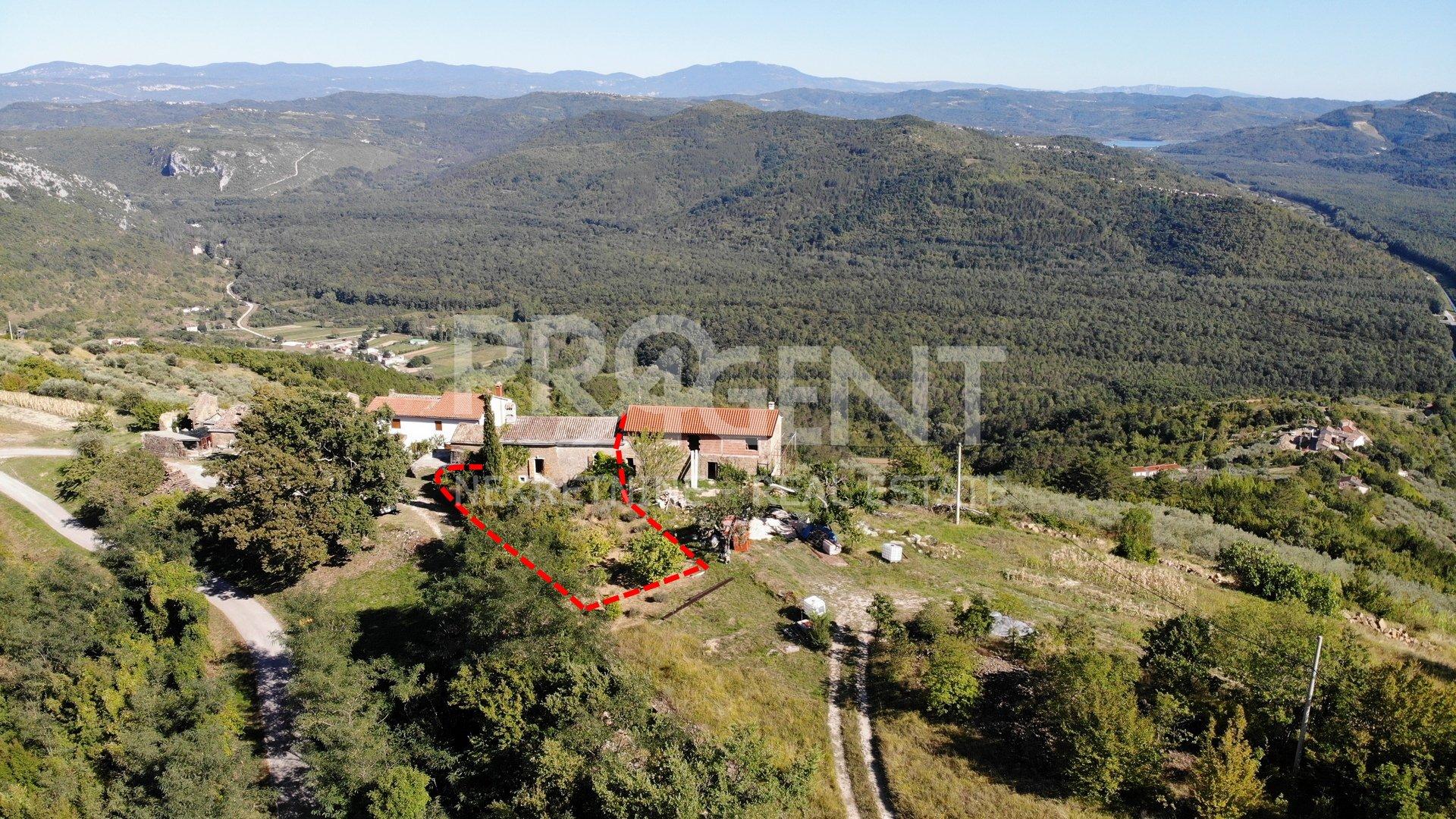 Stone house near Oprtalj