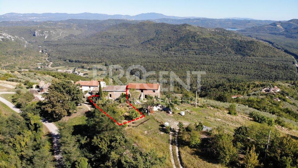 Steinhaus in der Nähe von Oprtalj