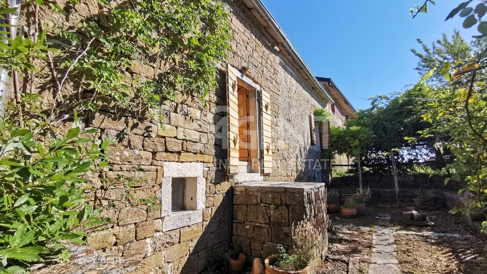 Stone house near Oprtalj