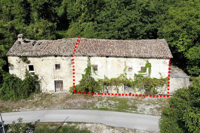 Istria, old stone house and barn with land