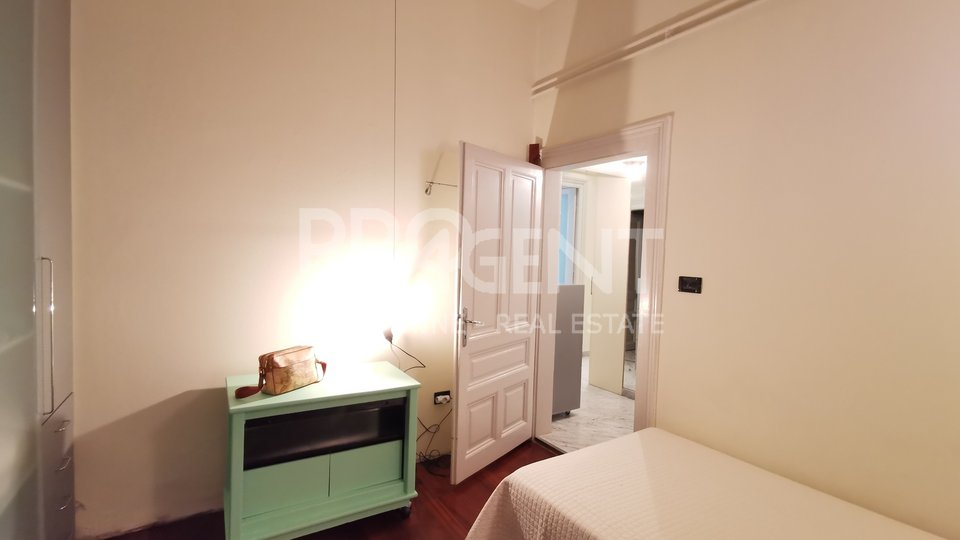 Pula, renovated apartment of 193 m2 in an old villa