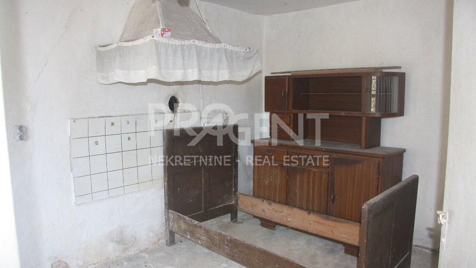 Stone house for renovation (Hum, okolica)