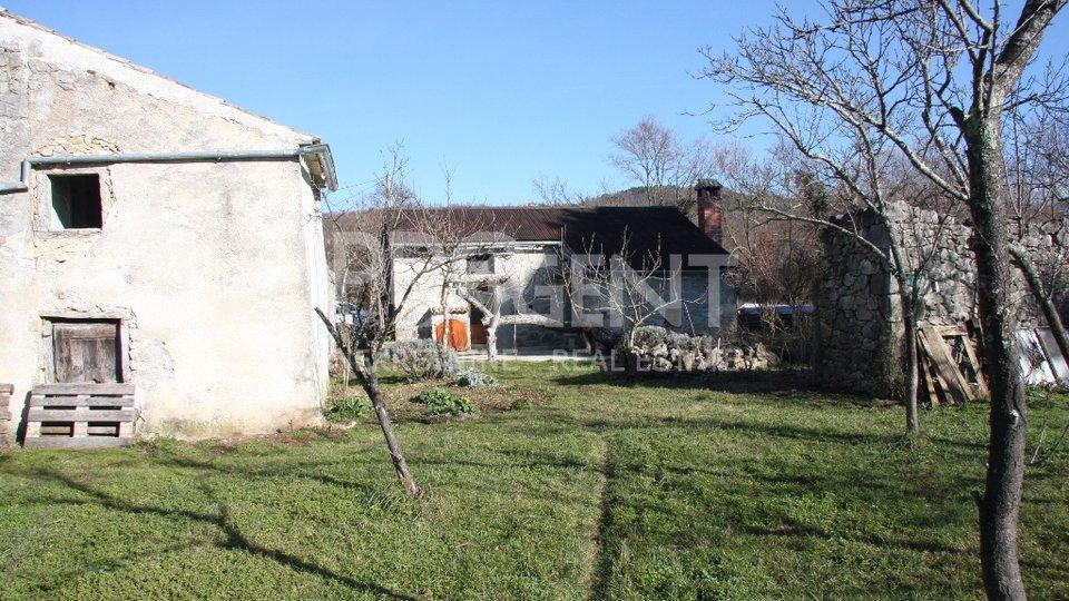 Kamena kuća za adaptaciju (Hum, okolica)