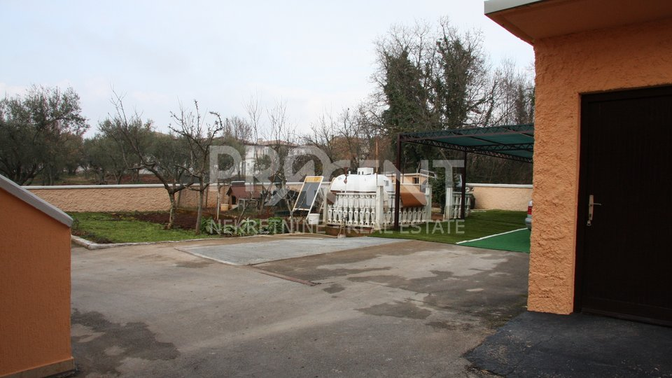 Commercial Property, 587 m2, For Sale, Tar