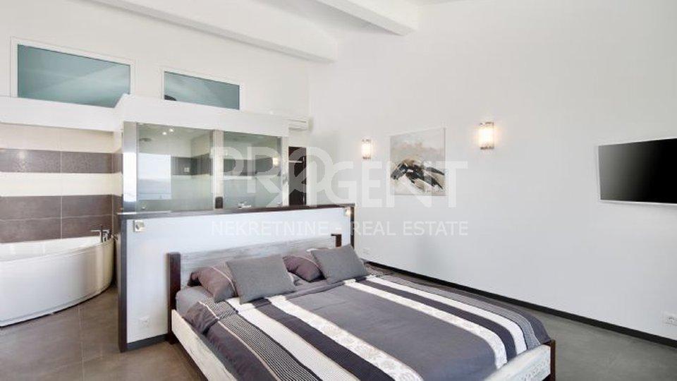 Casa, 300 m2, Vendita, Labin