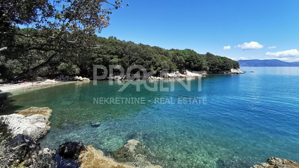 Villa with a beautiful view of the sea and the island of Cres