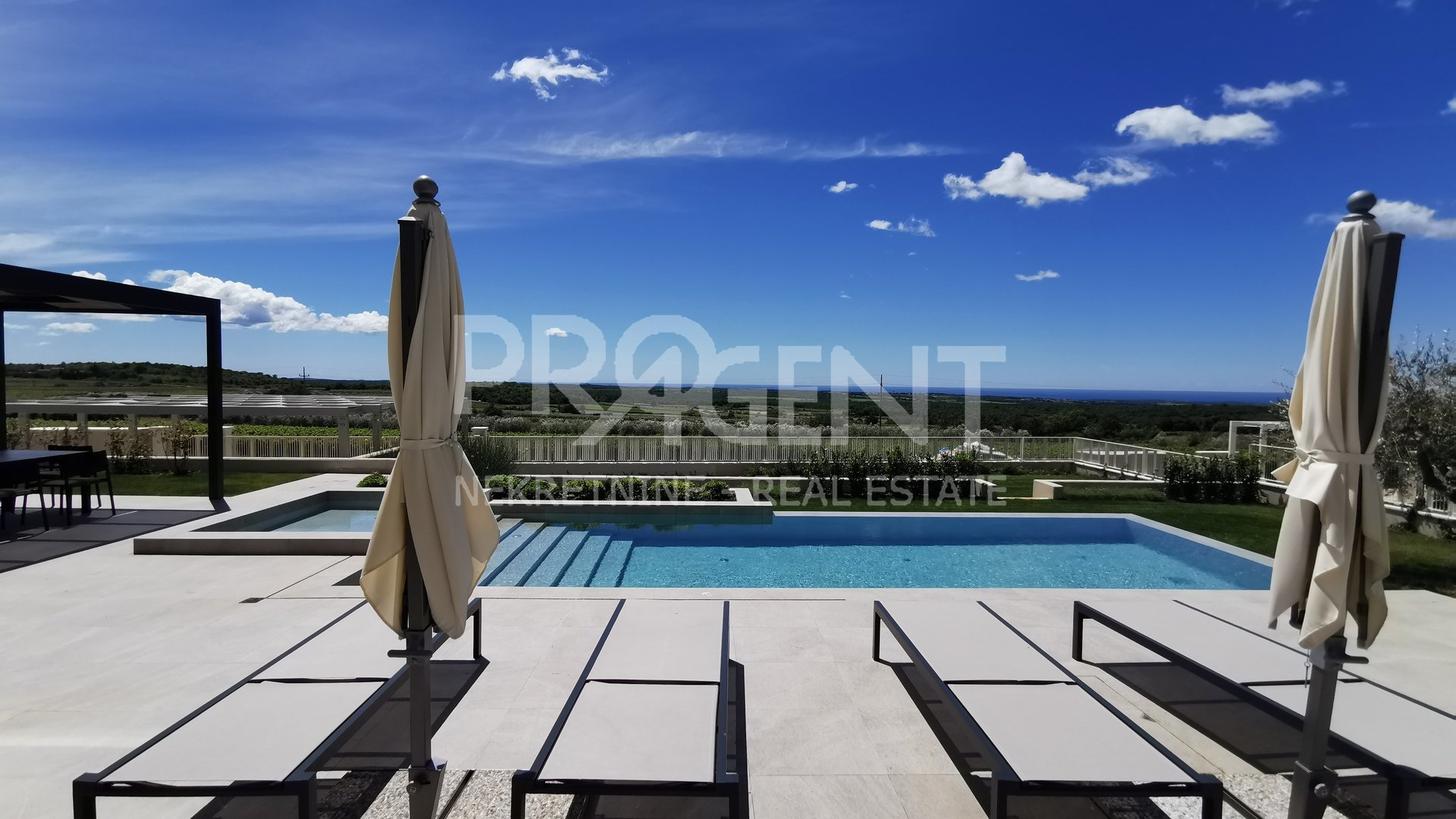Luxury fully equipped villa with sea views