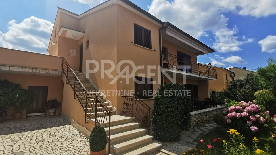 Porec, house with two apartments