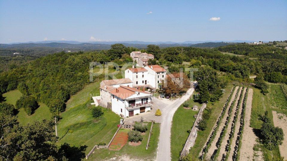Istrien, Grožnjan, Bauland mit freiem Blick auf die Landschaft