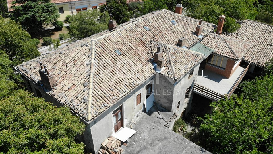 Istria, spacious stone house in the center of Roc
