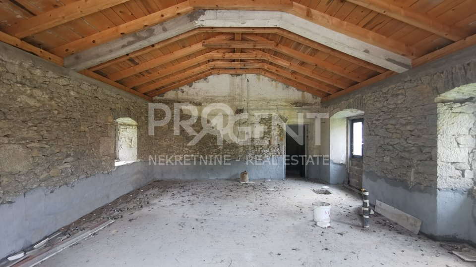 Istria, Buzet, stone house with pool in the unfinished phase