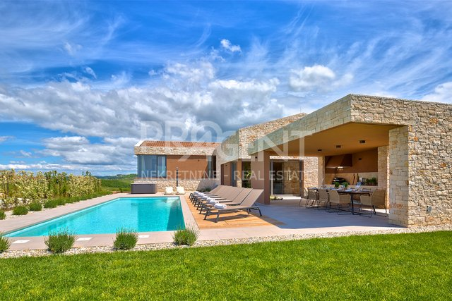 House, 375 m2, For Sale, Brtonigla