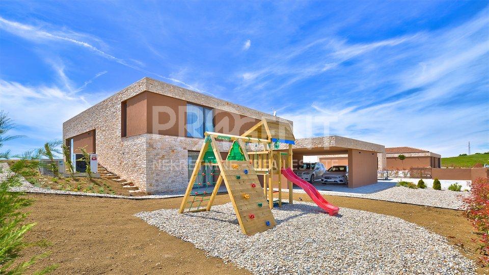 Casa, 375 m2, Vendita, Brtonigla