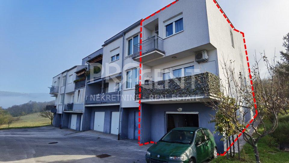 Istra, Buzet, trosobni dvoetažni stan s garažom