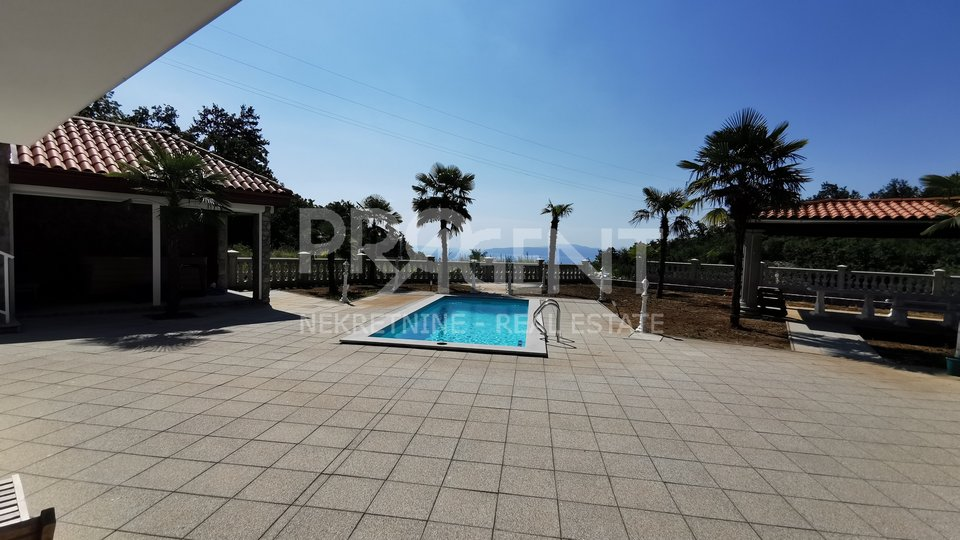 Ičići, building with two apartments, pool, and sea view