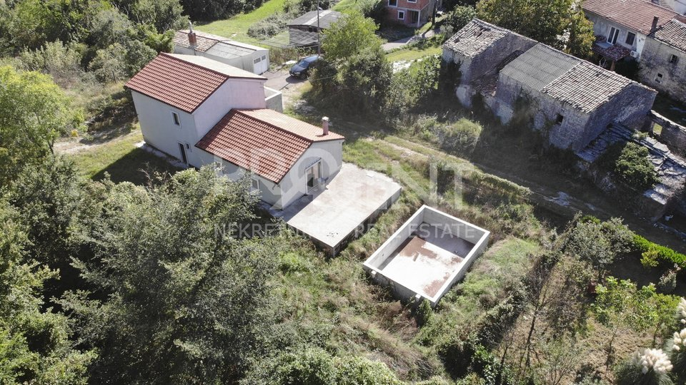 Istrien, Buzet, Steinhaus mit Pool in der unfertigen Phase