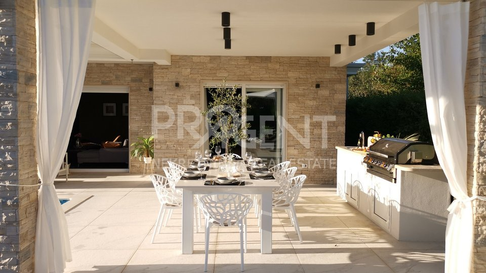 Umag, modern villa with cinema and rotating parking