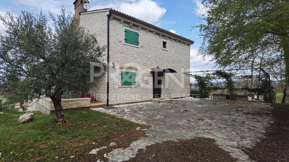 Istrien, Vižinada, drei Steinhäuser mit Schwimmbädern
