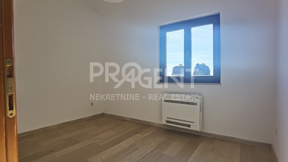 Poreč, three bedroom apartment with sea view